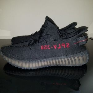 REPRODUCTION YEEZY BOOST 350 V2 BLACK/RED COLORWAY